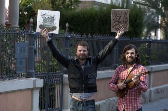 Pau Roca y Manuel Moreno (con su viola), de Litoral, muestran su trabajo discográfico.
