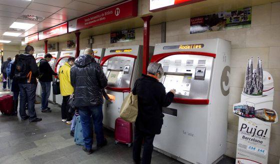 Máquinas expendedoras de billetes para los trenes de cercanías.