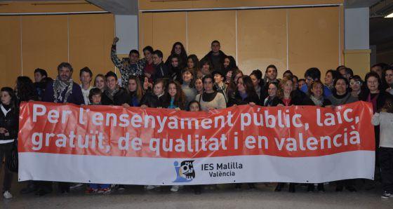 Encierro de alumnos contra los recortes en el instituto de Malilla (Valencia).