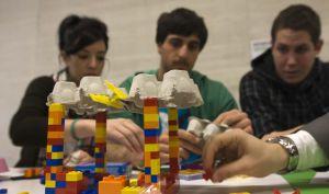 Varios de los estudiantes que participaron ayer en el acto en San Sebastián.