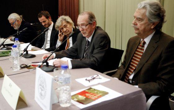 José Manuel Blecua interviene durante el homenaje en el Ateneo.