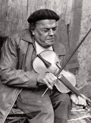 Florencio López con su violín.
