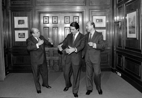 Pujol, Aznar y Duran i Lleida, después de firmar el acuerdo del Hotel Majestic.