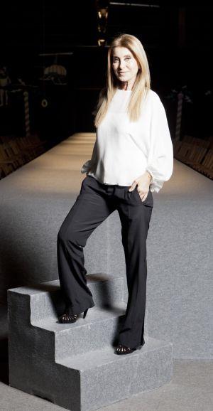 La diseñadora Purificación García, en la escalera de la escuela de moda de Pontevedra.