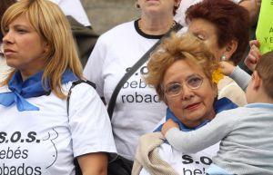 Concentración de SOS Bebés Robados en San Sebastián.