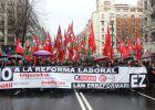 Miles de personas piden una huelga general