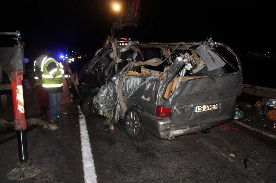 Cinco muertos y cuatro heridos en un choque frontal en Girona.
