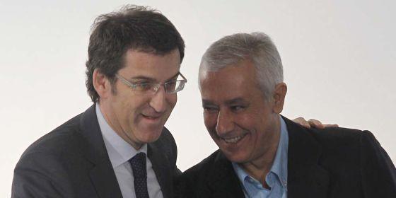 Alberto Núñez Feijóo y Javier Arenas, en Sevilla.