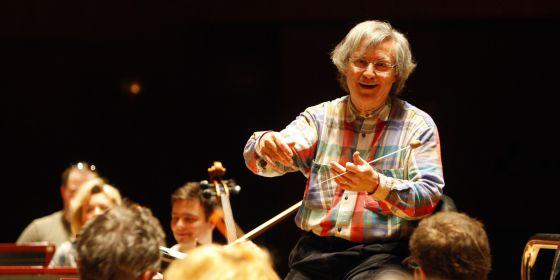 El director Georges Tchitchinadze, en el ensayo de Sinfonía Varsovia en el Euskalduna.