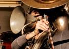 La música de Tom Waits 'suena' a través de 100 objetos