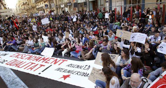 Masiva manifestación de estudiantes en las calles de Valencia el miércoles pasado.