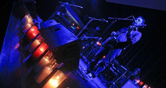 Jota, de Los Planetas, durante el concierto de anoche en el San Juan Evangelista.