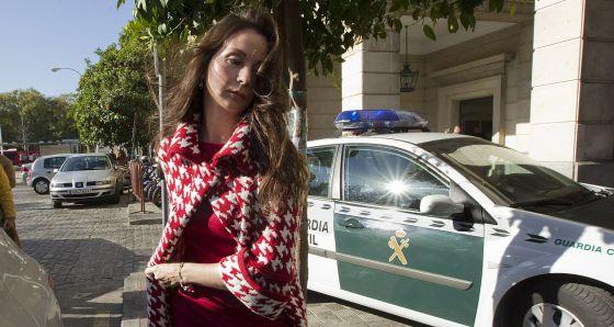 La juez Mercedes Alaya, esta semana, en la puerta de los juzgados de Sevilla.