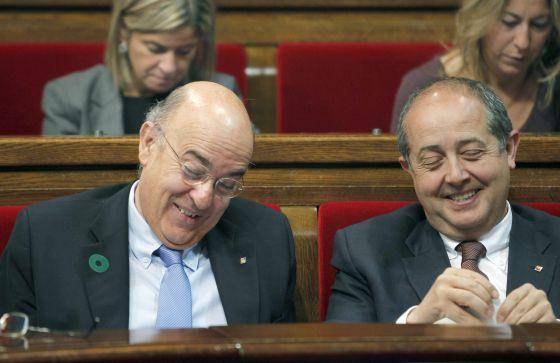 El consejero de Interior, Felip Puig y el consejero de Salud, Boi Ruiz, durante la celebración ayer de la sesión de control al Govern en el Parlament de Catalunya.
