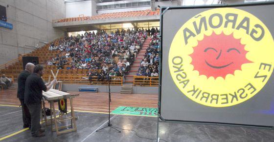 Un total de 228 asociaciones sindicatos y colectivos sociales y culturales han pedido a las instituciones alavesas que respalden el cierre de la central de Garoña