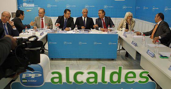 Arenas, junto a los alcaldes de capital de su partido.