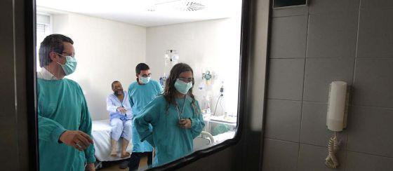 Habitaciones de aislamiento de la unidad de trasplantes de médula ósea del hospital Virgen del Rocío de Sevilla.