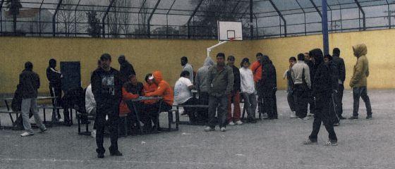 Patio de hombres del CIE de Aluche.