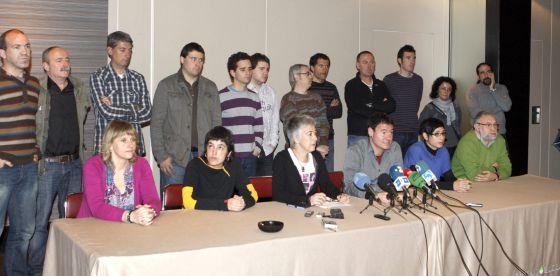 Representantes de los distintos agentes sociales que firmaron el Acuerdo de Gernika.