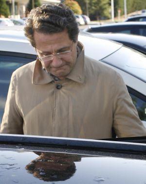 Conde Roa a la salida de la reunión en la sede del PP en Santiago.