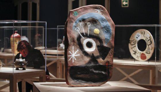 'Estela de doble cara', obra de Josep Llorens Artigas que puede verse en la exposición de la Pedrera.