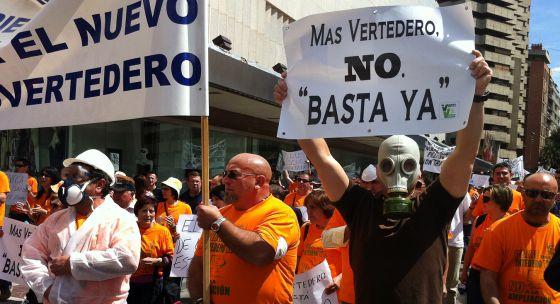 Vecinos de la comarca de la Vega Baja se manifestaron este sábado en Murcia contra el vertedero de Fenoll.