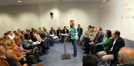 La vicesecretaria de Comunicación del PP regional, Marta Torrado, en una reunión con responsables de Educación del PP.