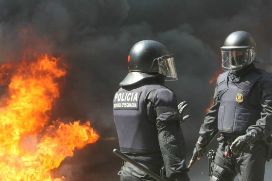 Disturbios en el centro de Barcelona en la jornada de huelga general.