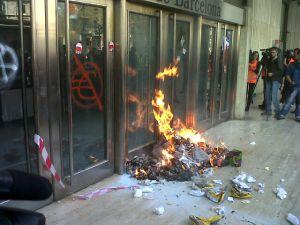 El incendio en la Bolsa de Barcelona por el que ha sido detenida la 'número dos' del sindicato CGT