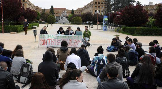 Protesta en la Universidad Complutense por los recortes.