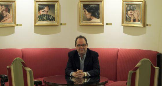 El escritor Pedro Ugarte presenta en valencia 'El país del dinero', premio Logroño de Novela.