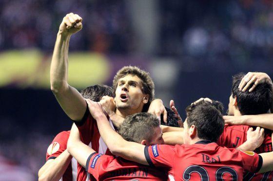Los jugadores del Athletic de BIlbao celebran el primer gol.