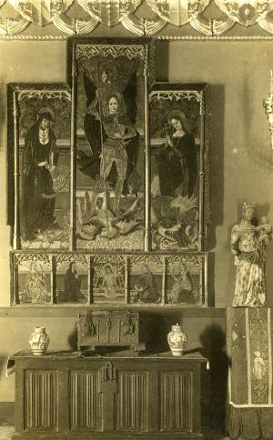 La talla de la Virgen en el Palacio Maricel de Sitges en 1918, cuando era propiedad del norteamericano Charles Deering.