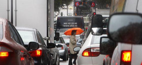Cien euros de multa por no apagar el motor en Madrid 1335987727_955011_1335988731_noticia_normal