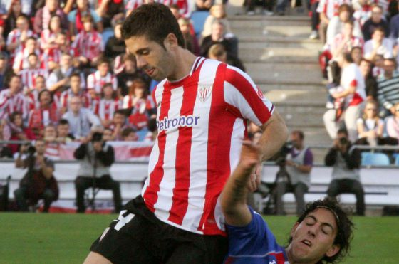 Dani Parejo, del Getafe, trata de quitar un balón a Susaeta.