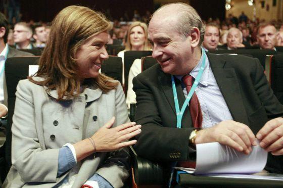 El ministro del Interior, Jorge Fernández Díaz, y la titular de Sanidad, Ana Mato, al comienzo del XIII Congreso del Partido Popular en Cataluña.