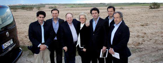Adelson, junto al alcalde de Alcorcón, el presidente de Promomadrid y los consejeros de Transportes y Economía.
