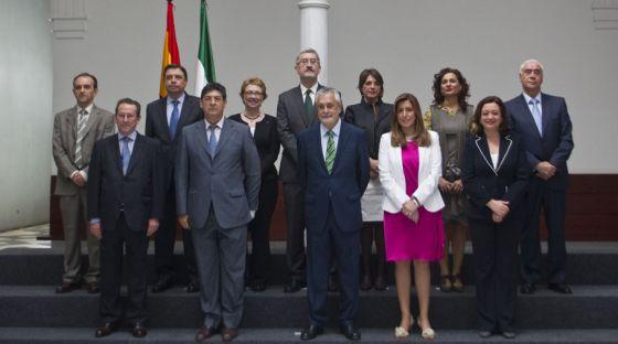 Griñán posa con el nuevo Gobierno andaluz.