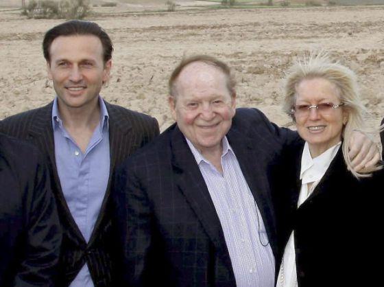 David Hachuel, hombre de confianza en España de el magnate estadounidense, Sheldon Adelson juntos en los terrenos de Alcorcón.