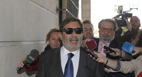 El ex director general de los ERE, Javier Guerrero, en los juzgados sevillanos.