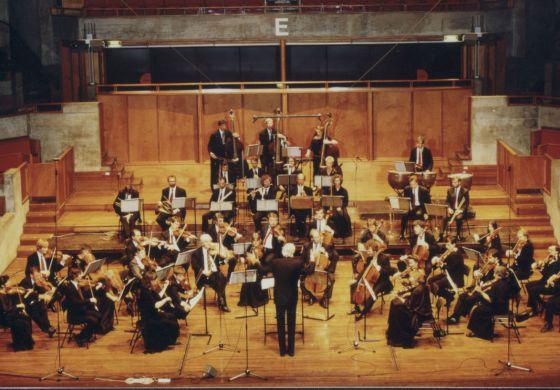 La Orquesta del Siglo XVIII, dirigida por Frans Brüggen.