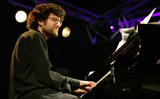 El pianista valenciano Albert Sanz actúa en el Jimmy Glass.