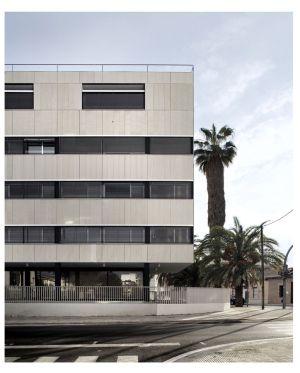 Casa Cuartel de Moncada (Valencia), obra de Carlos J. Meri.