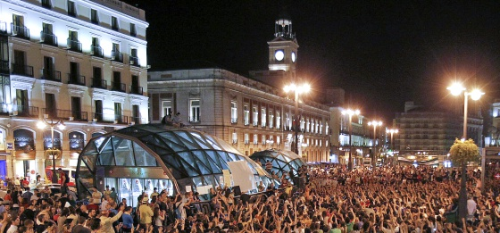 Cientos de indignados anoche en Sol.