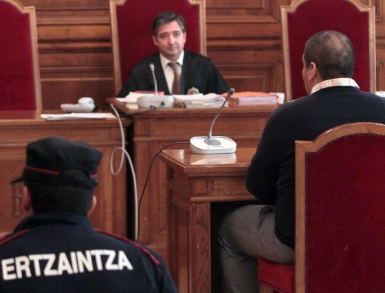 Keny Luxzur González declara ayer ante el juez en la Audiencia Provincial de Gipuzkoa.