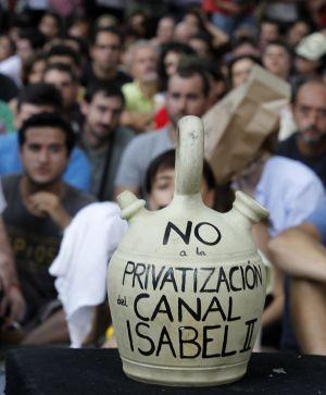 Concentración contra la privatización del Canal de Isabel II.