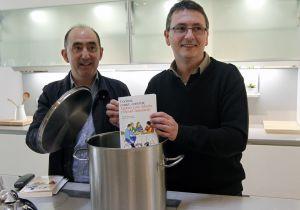 Daniel Innerarity (a la izquierda) y Andoni Luis Aduriz, ayer, en Bilbao en la presentación de su libro.