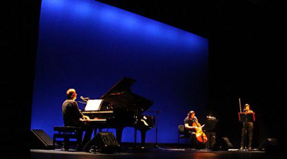 Wim Mertens Trio actúa en el Olympia