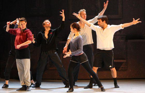 Un ensayo de Les Grands Ballets Canadiens de Montreal en el Teatro Arriaga.