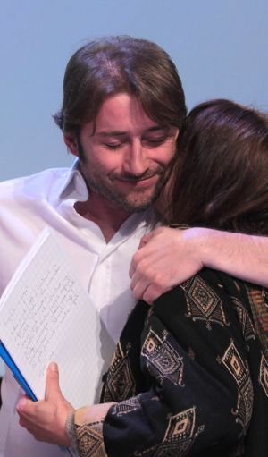 Giorgio Bazzega se abraza a Adriana Faranda.